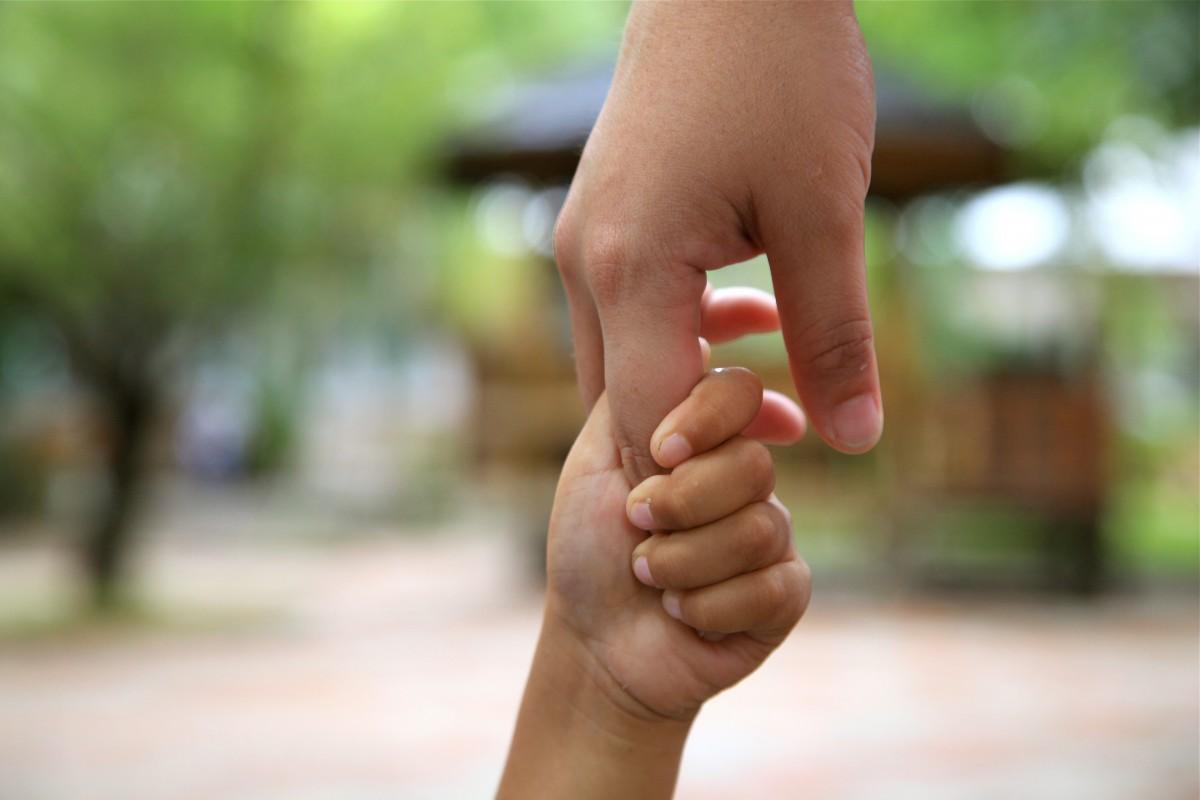 binding_help_fond_hands_adult_kids-807612.jpg!d